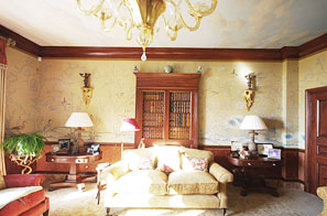 Jersey - Painted Chinoiserie style drawing room full of faux